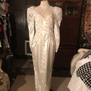 Vintage White Lace Wedding Gown